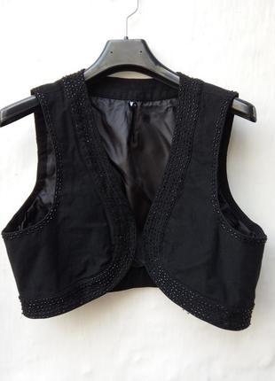 Новая эффектная красивая, нарядная черная распашная жилетка расшита бисером,безрукавка.