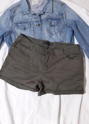 Короткие шорты хаки
