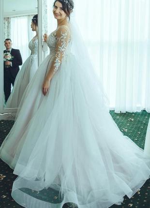 Свадебные платья с цветами на юбке