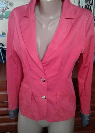 Классический коралловый пиджак жакет с полосатыми манжетами высокой 46р