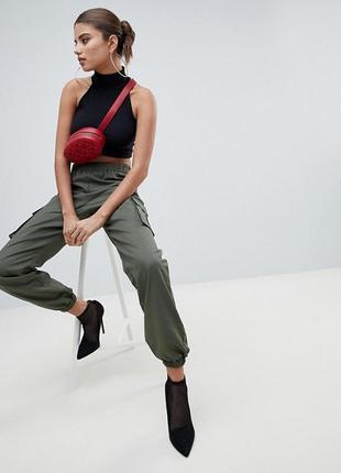 🌿 бомбезные красные брюки с поясом и высокой посадкой от prettylittlething