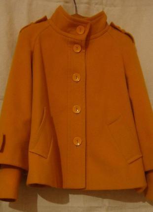 Кашемировое пальто демисезон жёлтого цвета
