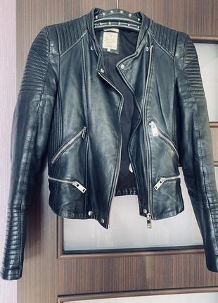 Кожаная косуха 🙊 чёрная кожаная куртка короткая байкерская кожанка
