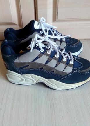 Демисезонные кроссовки, 36 р ( 23, 5 см), 36, 5 р, 37. ( 24 см)