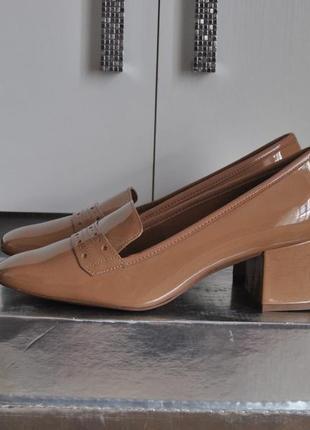 Нюдовые кожаные туфли next **на квадратном каблуке /шкіряні туфлі