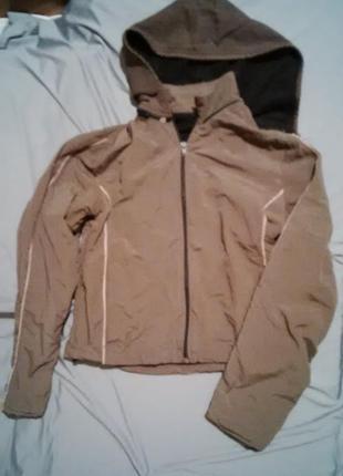 Куртка ветровка на флисе с капюшоном на молнии