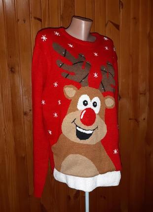 Красный новогодний рождественский свитер с оленем и снежинками
