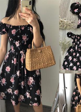 Легке плаття в квіти з спущеними плечима