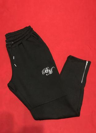 Спортивные брюки с вышитым логотипом