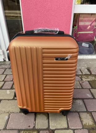 Чемодан,валіза,дорожная сумка на колёсах,польский чемодан пластиковый