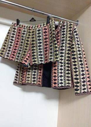 Костюм шорты и жакет пиджак из вышитой ткани
