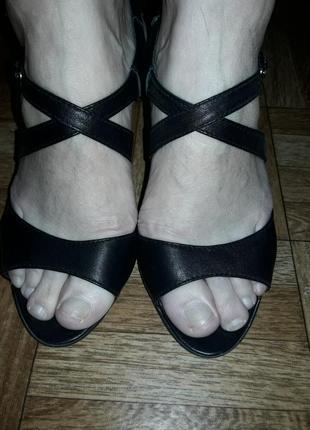 #розвантажуюсь чёрные кожаные босоножки сандалии кожа на каблучке