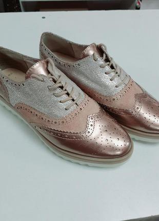 Стильные нюдовые брогги туфли
