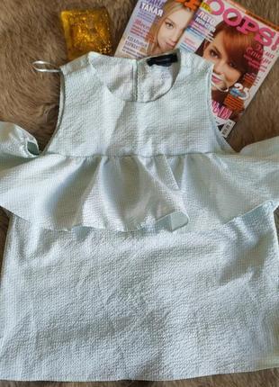 Шикарна яскрава блузка з воланами на плечах