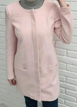 Шерстяное пальто пудрового цвета