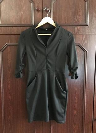 Облегающие чёрное платье