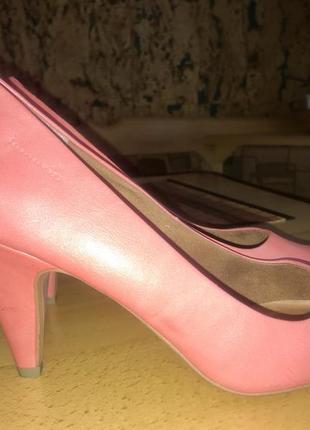 Новые женские туфли шикарного цвета коралл кожа 40 размер