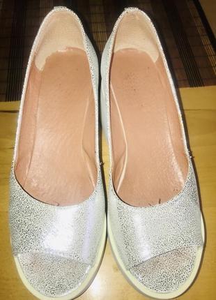Новые женские туфли на платформе цвет белое серебро 40 размер кожа
