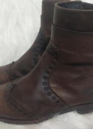 Итальянские кожанные ботиночки оригинального дизайна с дышащей подошвой бренда geox