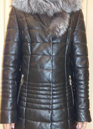 Шикарная кожанная куртка на утеплителе с очень красивым мехом чернобурки