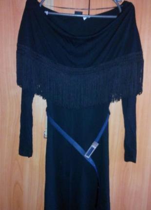 Оригинальное платье с бахромой