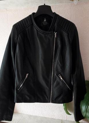 Женская черная кожаная куртка косуха демисезон весна осень atmosphere