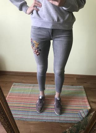 Джинси скіні з вишивкою zara 36 джинсы скини