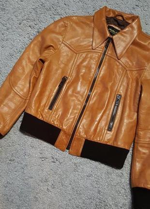 Новая,кожаная,глянцевая,фирменная куртка-бомбер