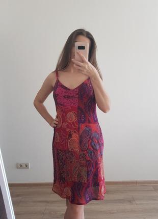Яркое платье от scarlett