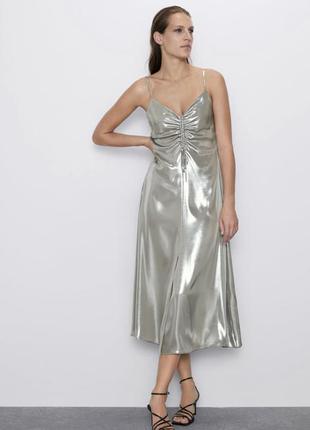 Плаття з металік ефектом
