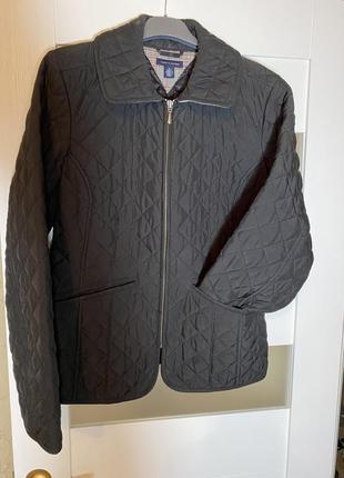 Стеганная курточка на замке