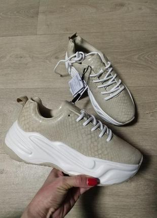 Стильные спортивные туфли,кроссовки reserved