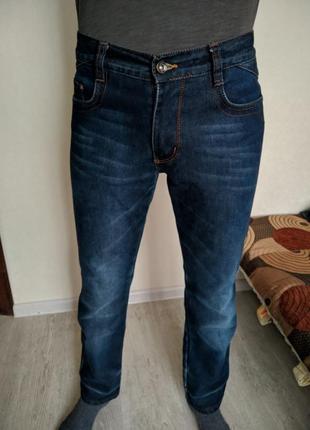 Мужские синие джинсы, слегка зауженные