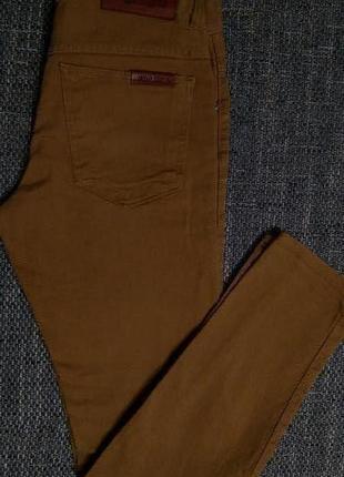 Горчичные джинсы slim fit