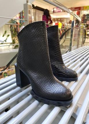 Ботинки женские на каблуке, ботильоны женские питон