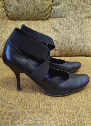 Стильные  качественные  фирменные  полностью  натуральная  кожа  туфли