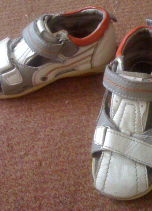 Кожаные детские сандали р.23