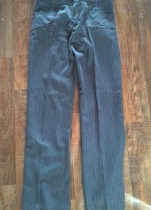 Отличные стильные брюки р.44