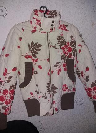 Яркая  куртка на весну