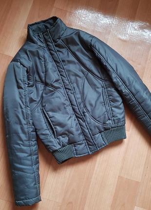 Куртка стеганая короткая демисезон на синтепоне бомбер
