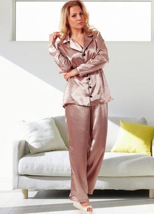 Атласная пижама с брюками и рубашкой с длинным рукавом