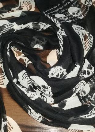 Легкий, невесомый платок , черепа,  107х96