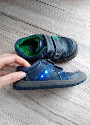 Clarks кросовки макасины на лепучках светящиеся туфли полоботинки 24.красовкі світяться