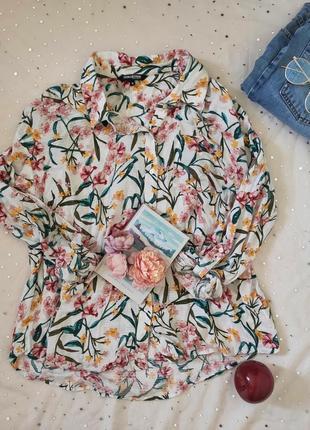 Рубашка с красивым принтом цветов