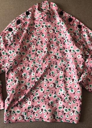Атласная блуза с пуговицами