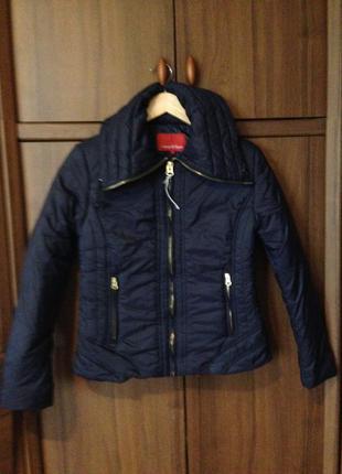 Стильная фирменная курточка р 38