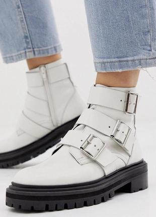Кожаные ботинки сапоги