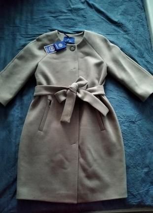Бежевое кашемировые пальто