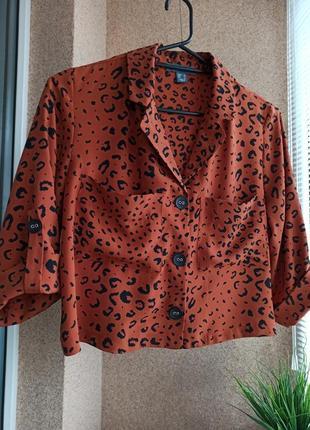 Красивая стильная укороченная блуза свободного силуэта в анималистичный принт
