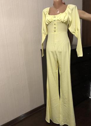 Шикарный нежно желтый комбинезон топ корсет с объёмными рукавами брюки клёш